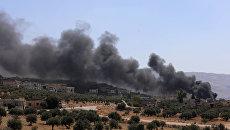 Дым после авиаудара ВКС России по позициям боевиков в провинции Идлиб, Сирия. 4 сентября 2018