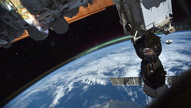 Космонавты выйдут в открытый космос обследовать дыру в Союзе 11 декабря