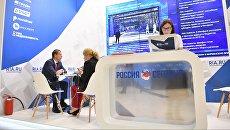 Генеральный директор АО Корпорация развития Дальнего Востока Денис Тихонов во время интервью у стенда Международного информационного агентства (МИА) Россия сегодня
