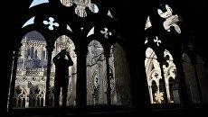 Турист в соборе Девы Марии в английском городе Солсбери. Архивное фото