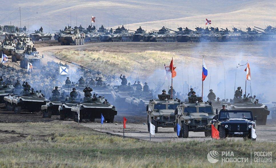 Военная техника во время парада военной техники, участвовавшей в учениях Восток-2018, на полигоне Цугол в Забайкальском крае