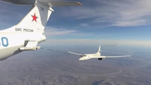 Российские ракетоносцы Ту-160 пролетели через Северный полюс