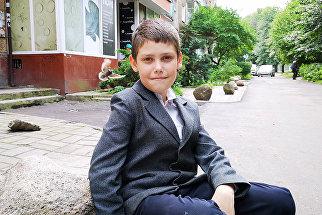 В Калининграде десятилетний мальчик отремонтировал тротуар около дома