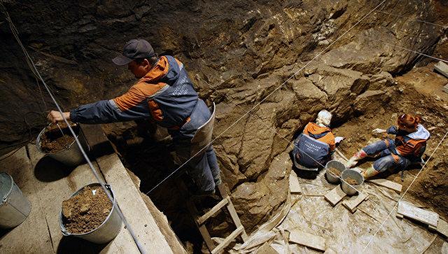 В Денисовой пещере на Алтае нашли диадему каменного века из бивня мамонта