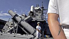 Моряки на эсминце USS Decatur ВМС США