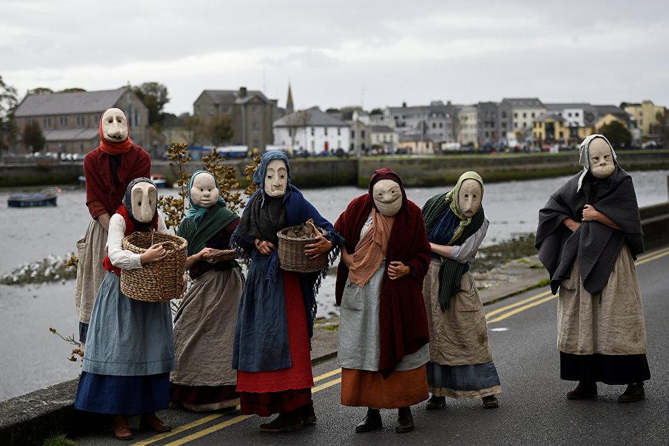 Уличный перформанс The Fisherwives в ирландском городе Голуэй