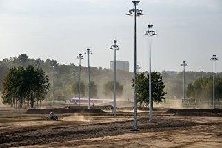 Трасса для мотокросса в парке технических видов спорта в Печатниках в Москве