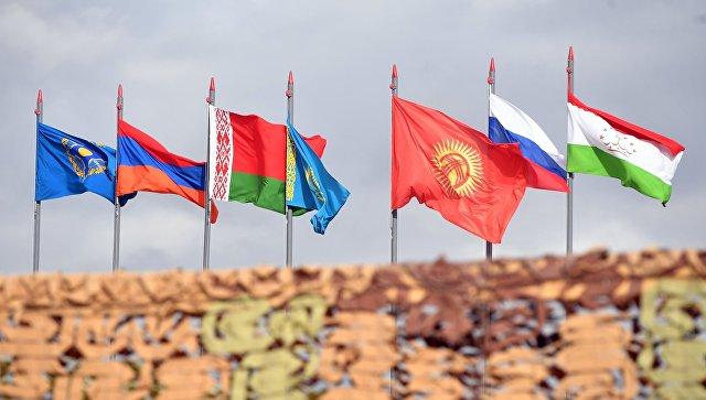 Государственные флаги стран-участниц ОДКБ. Архивное фото