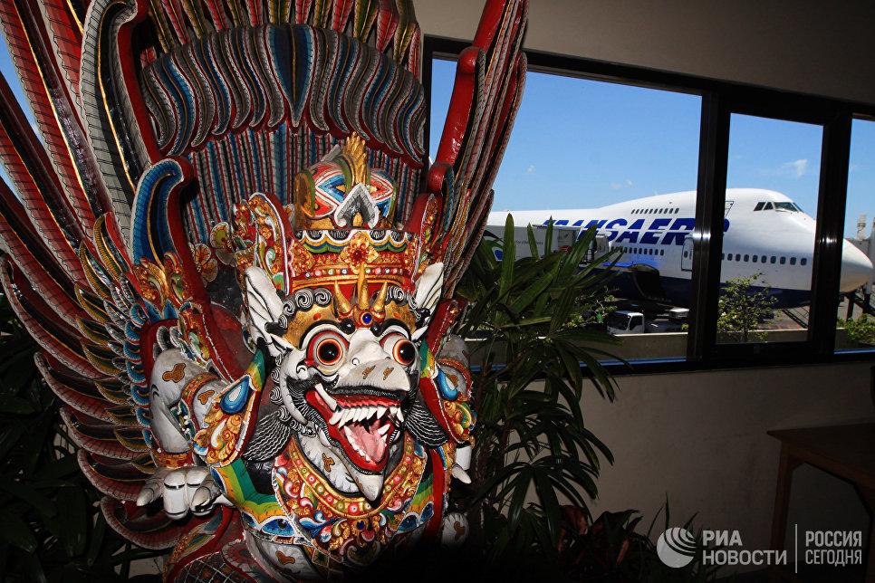 Аэропорт в городе Денпасар - столице острова Бали.