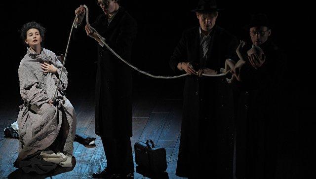 Актриса Мария Смольникова (Анна Каренина) на предпремьерном пресс-показе спектакля Серёжа по роману Л. Н. Толстого Анна Каренина. 8 октября 2018