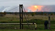 Дым от взрывов на складе с боеприпасами в районе населенного пункта Ичня Черниговской области, Украина. Архивное фото