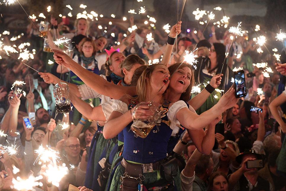 Закрытие традиционного пивного фестиваля Октоберфест в Мюнхене