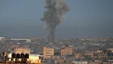 Столб дыма после израильского авиаудар в южной части сектора Газа. 17 октября 2018