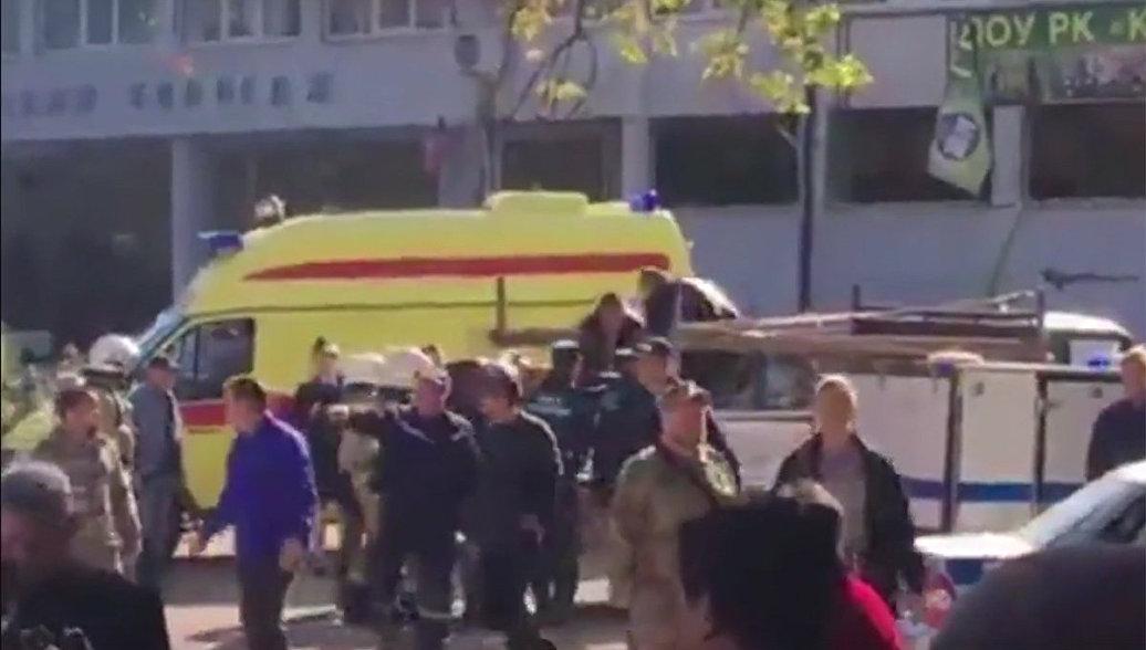 Путину доложили о взрыве в керченском колледже