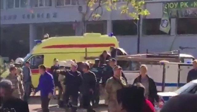 ФСБ обследует колледж в Керчи, где произошел взрыв, сообщил источник