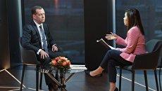 Председатель правительства РФ Дмитрий Медведев во время интервью телеканалу Euronews