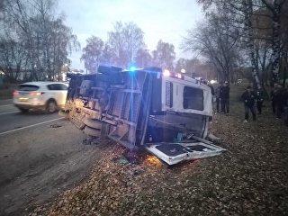 На месте ДТП с участием автобуса и микроавтобуса на трассе А-108 в Дмитровском районе Подмосковья