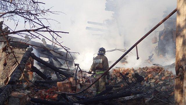 Число погибших при пожаре в жилом доме под Саратовом увеличилось до двух