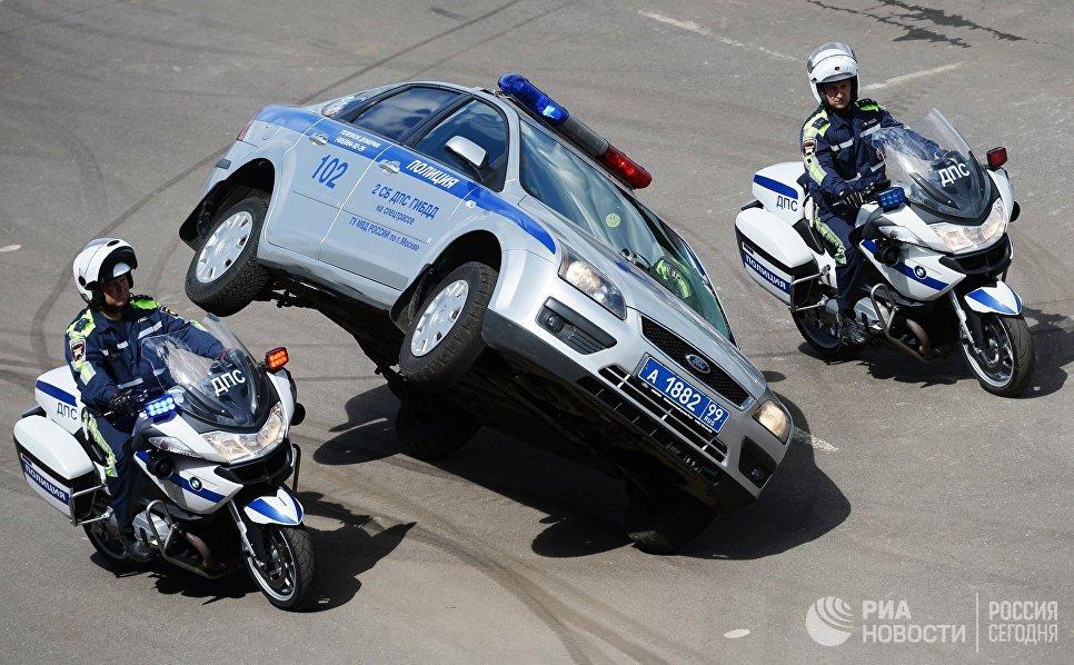 Показательные выступления сотрудников ДПС на выставке День передовых технологий правоохранительных органов РФ