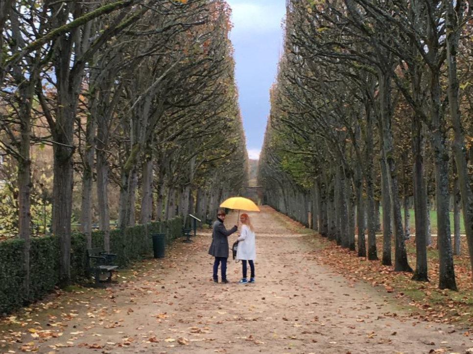 Около своего дома под Парижем, Пьерфон, с супругой Татьяной Тотьмяниной.