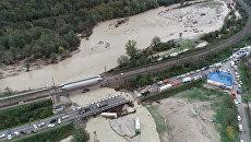 Размытые дороги и машины под водой - последствия наводнения на Кубани