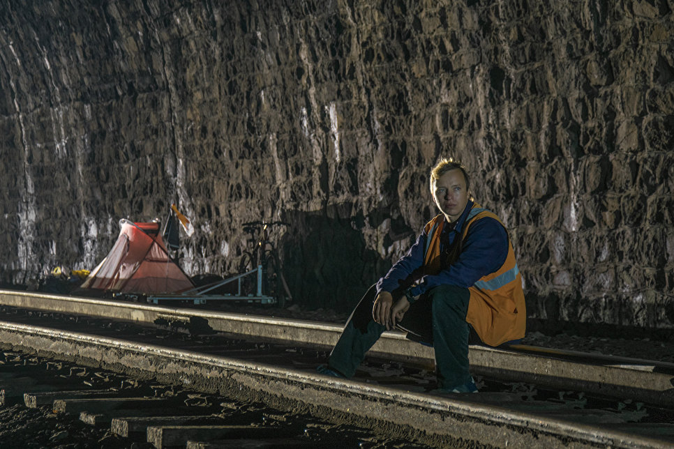 Посиделка в тоннеле.