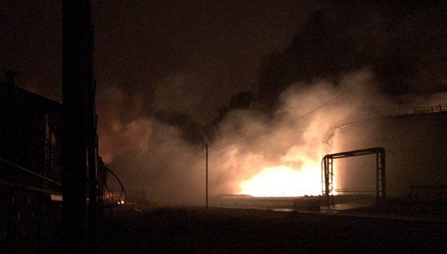 """Пожар на нефтебазе в Югре локализовали на площади 300 """"квадратов"""""""
