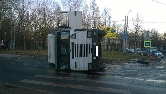 Водителя фуры госпитализировали после ДТП с автобусом в Иваново