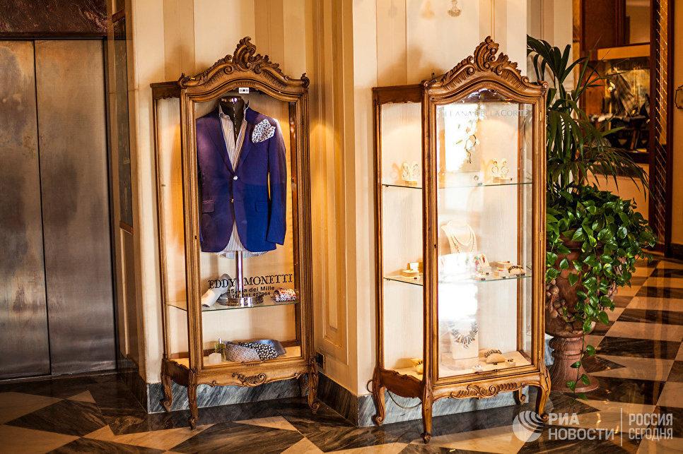 Витрины, отель Grand Hotel Vesuvio, Неаполь