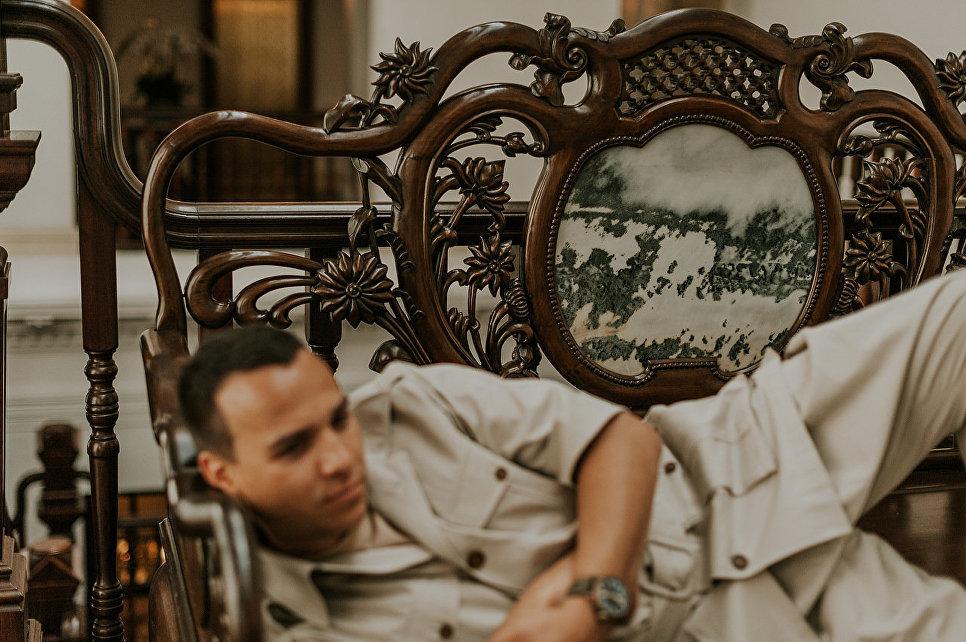 Павел Манылов в отеле Raffles Singapore