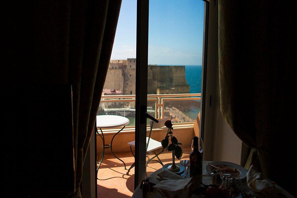 Вид из окна отеля Grand Hotel Vesuvio, Неаполь