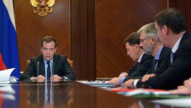 Медведев расширил программу субсидирования перевозок на всю страну