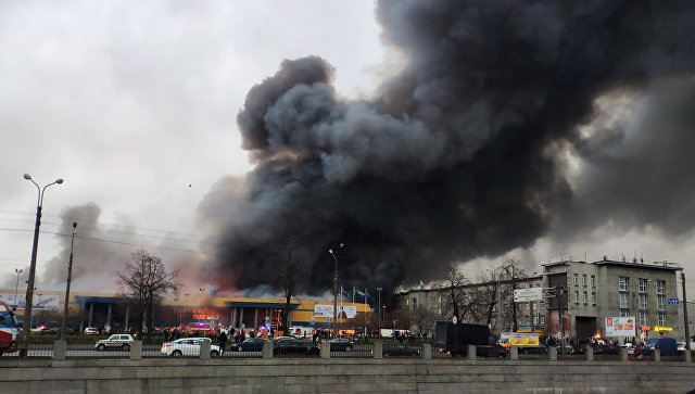 В Пулково два вертолета готовятся к тушению горящего гипермаркета