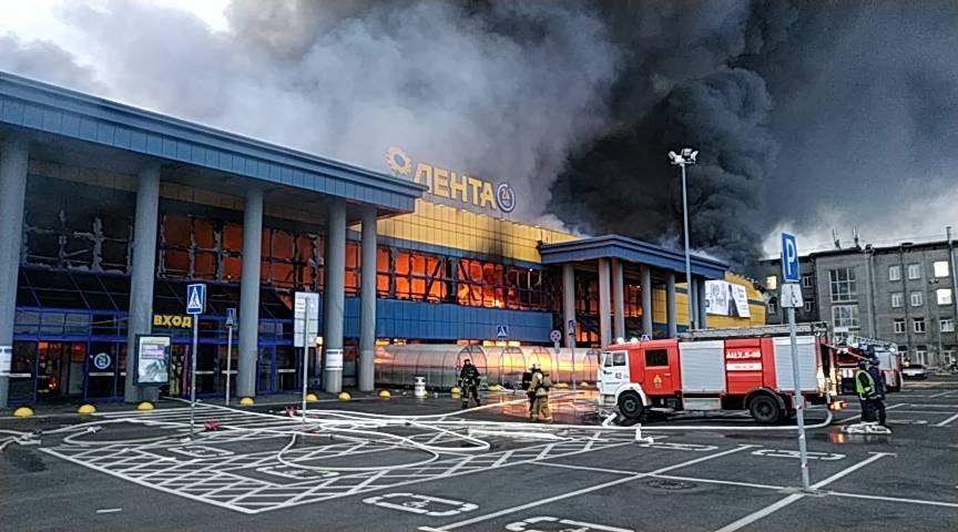 Власти отметили работу пожарных при ликвидации возгорания в Петербурге