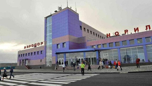 В Норильске открыли дорогу в аэропорт, которую закрывали из-за метели