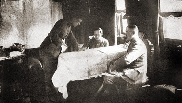 Симон Петлюра на фронте в штабном вагоне. 1919 год