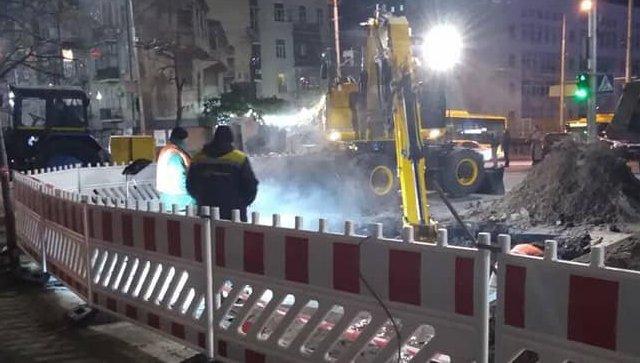 Ликвидация прорыва трубы в центре Киева. 14 ноября 2018