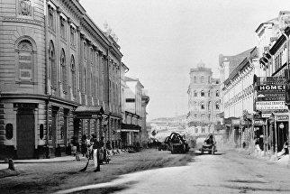 Дом №5 на улице Ильинке - первый 5-этажный дом в Москве, построенный в 1874 году