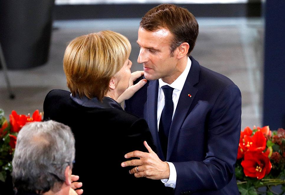 Президент Франции Эммануэль Макрон и канцлер Германии Ангела Меркель в День народной скорби в Германии
