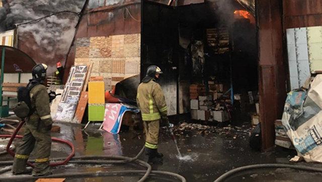 В Балашихе ликвидировали открытое горение на строительном рынке