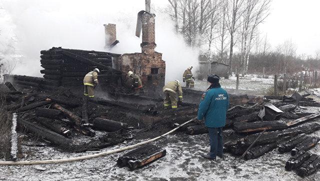 После пожара с шестью жертвами под Псковом возбудили уголовное дело