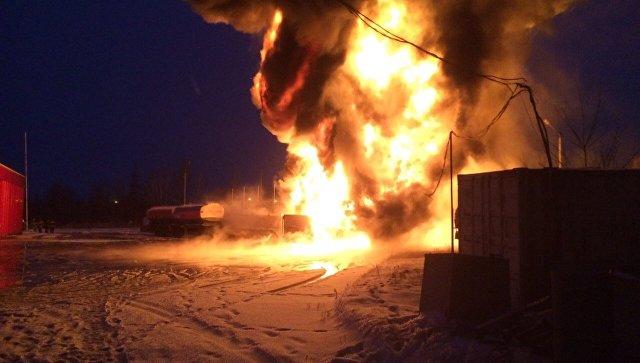 Загоревшийся в Нижегородской области бензовоз попал на видео