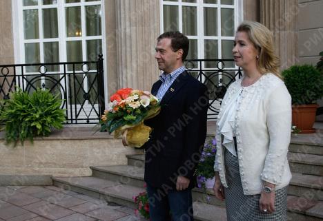 Президент РФ Дмитрий Медведев с супругой Светланой в подмосковной резиденции Горки