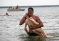 Заплыв на резиновых надувных женщинах прошел в Новосибирске
