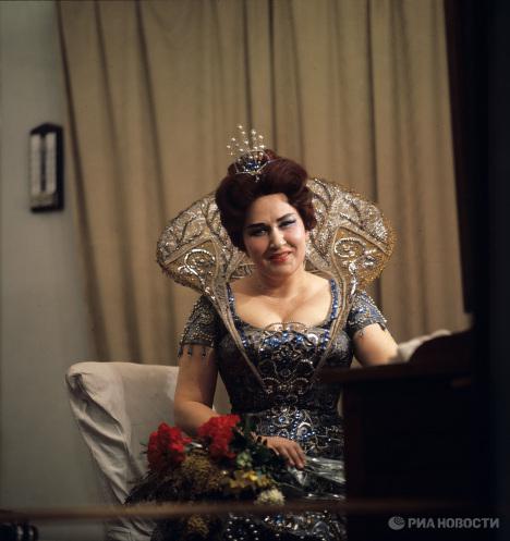 Народная артистка СССР Ирина Архипова в гримерной