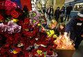 """Возложение цветов на станции метро """"Парк культуры"""""""
