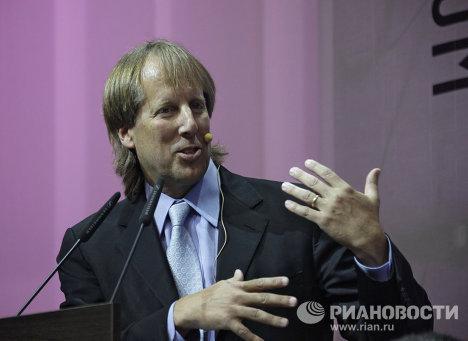 Род Бекстром на Первом российском форуме по управлению Интернетом