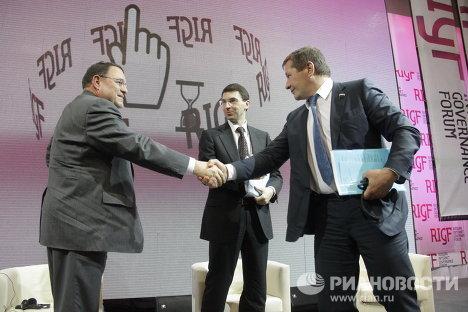 Лоуренс Стриклинг, Игорь Щеголев и Михаил Гришанков на Первом российском форуме по управлению Интернетом