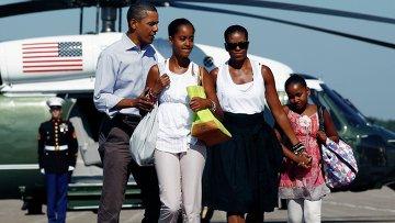 Президент США Барак Обама с семьей возвращаются из отпуска. Архивное фото