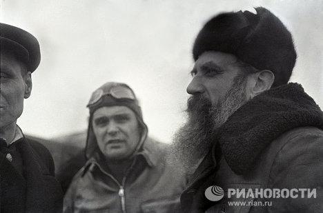 Герои Советского Союза О.Шмидт и М.Водопьянов